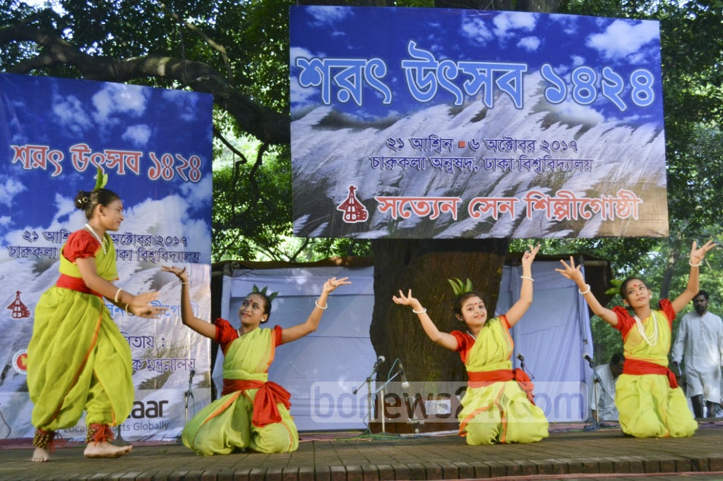 Satyen Sen Shilpi Goshthhi artists perform a dance sequence at a programme to celebrate Sharat, the fourth season in Bangla calendar, at Bakultala of Dhaka University's Faculty of Fine Arts on Friday.