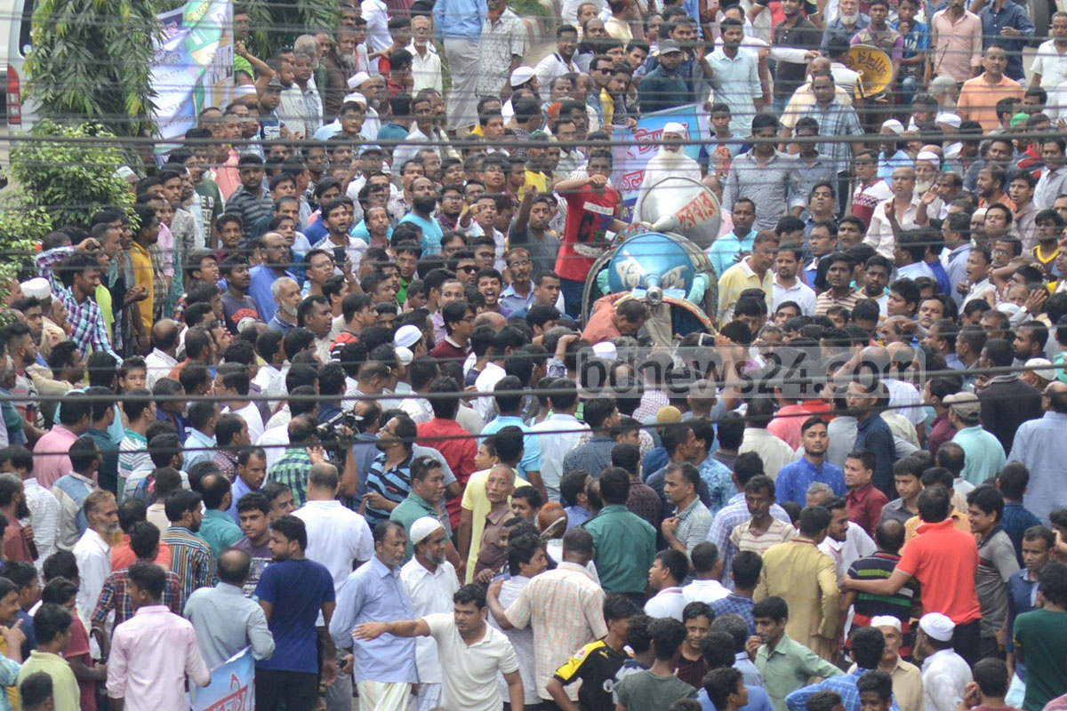 An organisation of taxpayers in Chittagong demonstrates in the port city on Sunday against the increase in holding tax. Photo: suman babu