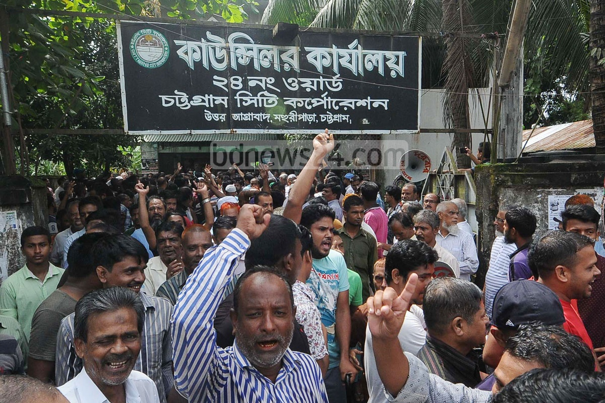 Chittagong Taxpayers Security Council rallies in front of its office at the port city's Agrabad on Sunday against the increase in holding tax. Photo: suman babu
