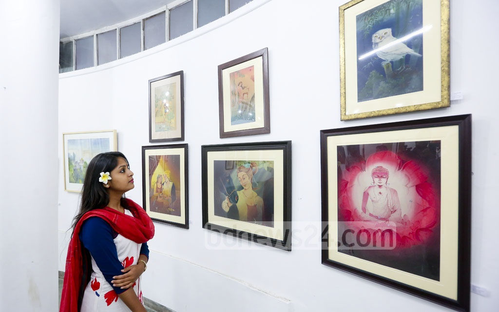 Visitors take a close look at the oriental painting exhibition at the Zainul Gallery at Dhaka University on Monday. Photo: md asaduzzaman pramanik