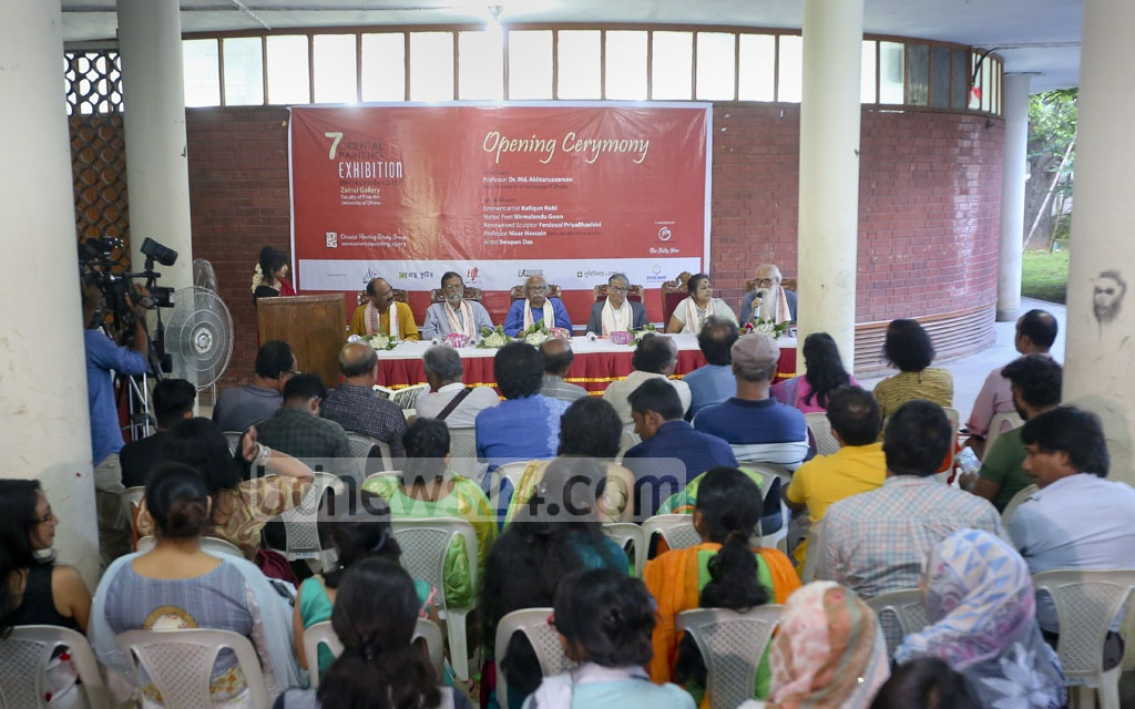 Poet Nirmalendu Goon speaking at the inaugural ceremony of the oriental art exhibition at the Zainul Galley at Dhaka University. Sitting on his right sculptor Ferdousi Priyabhashini, DU VC Prof Akhtaruzzaman, artists Rafiqun Nabi, Nisar Hossain and Swapan Das. Photo: md asaduzzaman pramanik