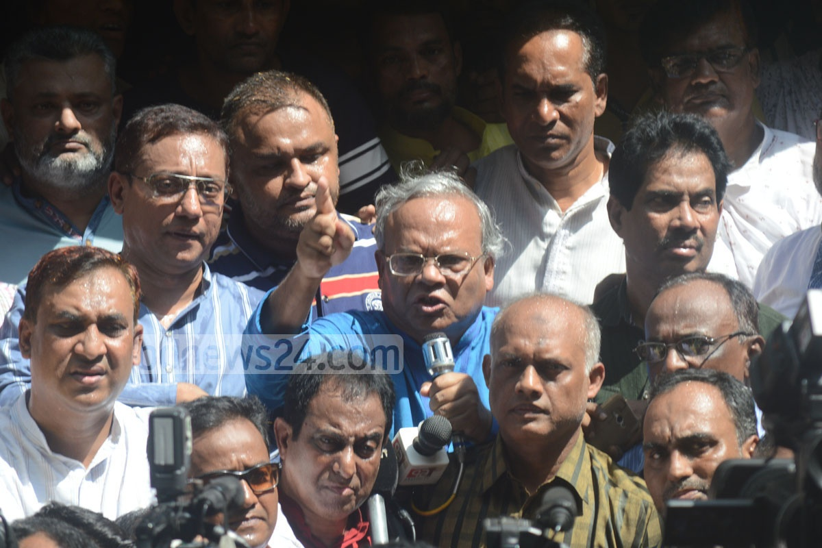 BNP Senior Joint Secretary General Ruhul Kabir Rizvi addresses a demonstration in Chittagong on Tuesday protesting a Comilla court's order to arrest party chief Khaleda Zia over an arson attack. Photo: suman babu