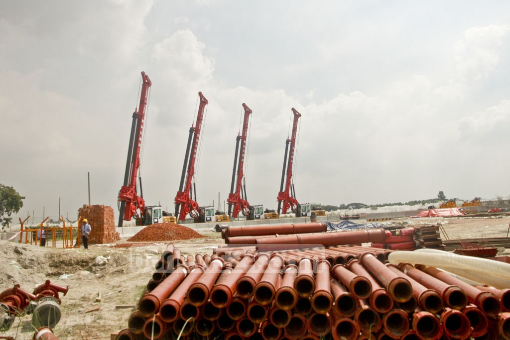 Heavy machineries at the construction site of Metrorail project in Dhaka. The Japan International Cooperation Agency or JICA is providing Tk 165.95 billion of the Tk 220 billion project covering the 20km between Uttara and Motijheel. Photo: tanvir ahammed