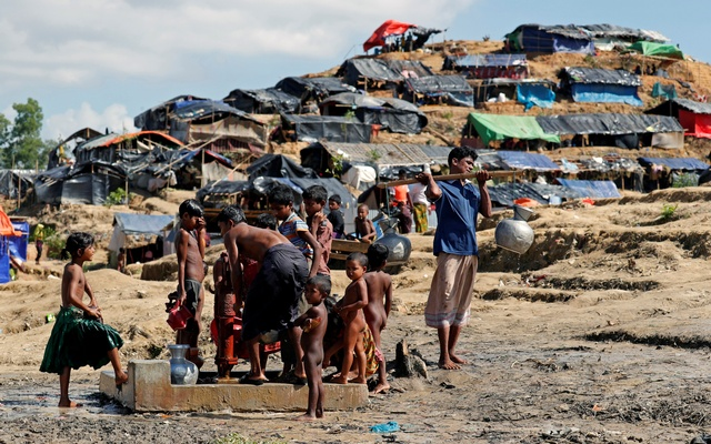 Rohingya refugees collect water at the Balukhali refugee camp in Cox's Bazar, Bangladesh October 10, 2017. Reuters