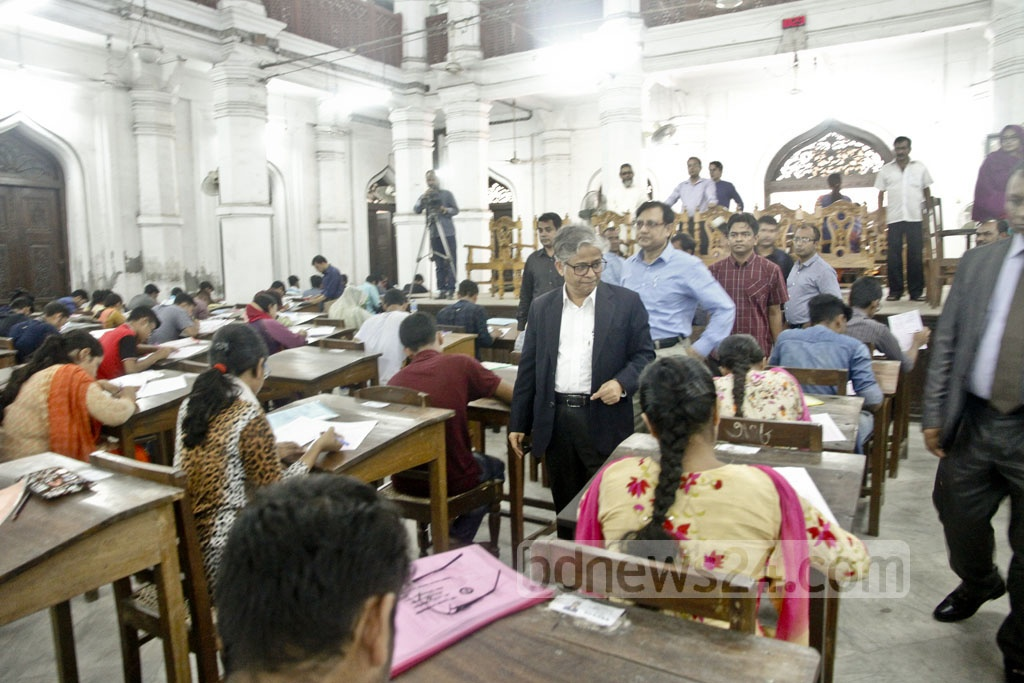 Dhaka University Vice-Chancellor Md Akhtaruzzaman visits a centre of 'Ka' Unit admission test for science faculties on Friday. Nearly 90,000 students have taken the test this year. Photo: tanvir ahammed