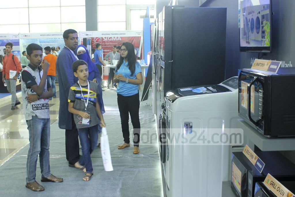 Visitors browse the stalls at a two-day exhibition titled 'Showcase Korea' in Dhaka's Convention City Bashundhara on the opening day on Friday.