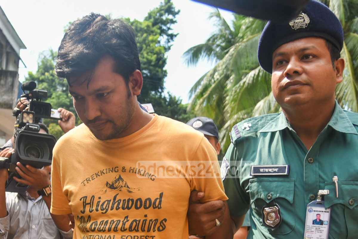 Police produce Moktar Hossain before a court in Chittagong on Saturday after he was arrested on charges of murdering Chhatra League leader Sudipta Biswas.