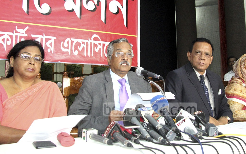 Supreme Court Bar Association President Zainul Abedin speaks at a media conference on Saturday on the statement Chief Justice Surendra Kumar Sinha issued before leaving Dhaka for Australia on Friday night.
