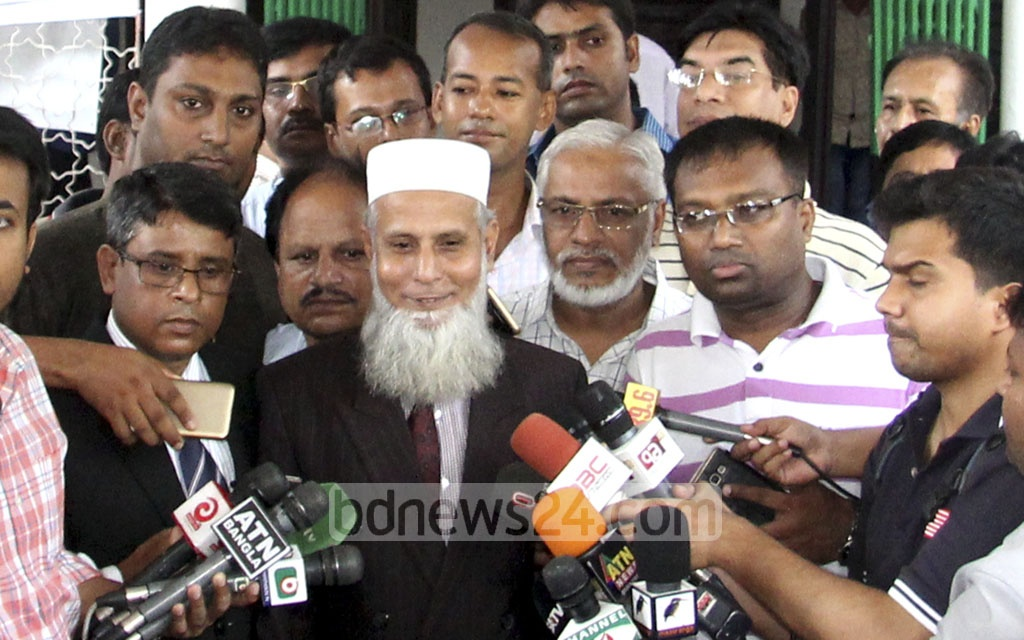 Supreme Court Bar Association Vice President, Mohammad Ozi Ullah, speaks at a separate media briefing on Saturday on the statement Chief Justice Surendra Kumar Sinha issued before leaving Dhaka for Australia on Friday night.
