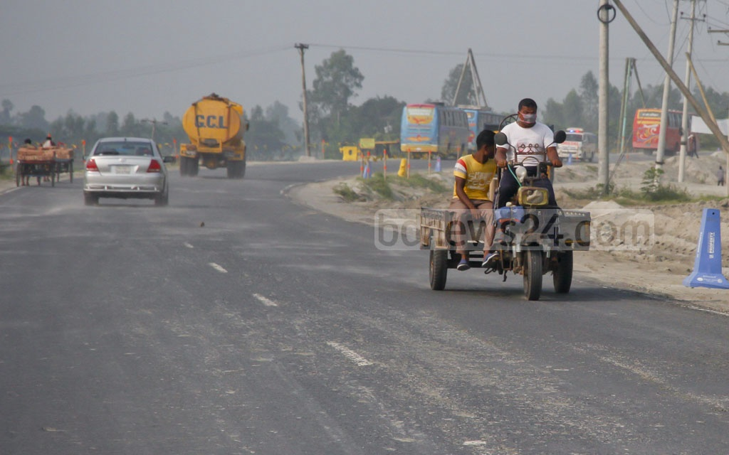 An engine-driven three-wheeler 'Nosimon' uses the Dhaka-Mawa Highway in open disregard for traffic rules. Photo: tanvir ahammed