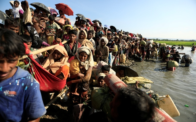 Rohingya refugees who fled from Myanmar wait to be let through by Bangladeshi border guards after crossing the border in Palang Khali Bangladesh October 16 2017 REUTERS