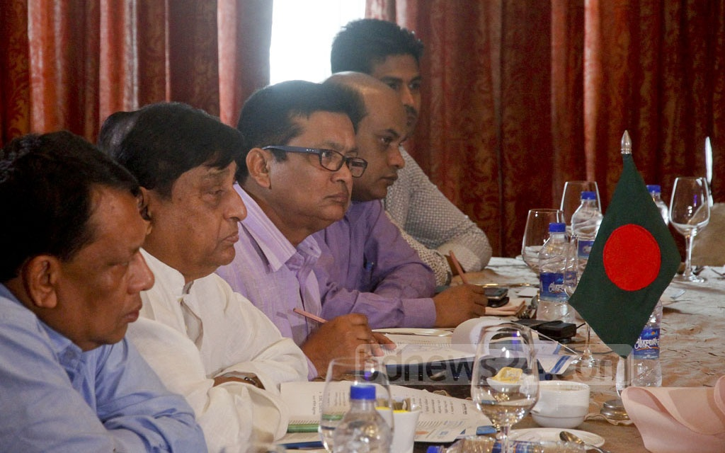 Disaster Management and Relief Minister Mofazzal Hossain Chowdhury Maya and his officials discuss the Rohingya refugee crisis with International Organization for Migration (IOM) at Dhaka's Hotel Westin on Tuesday. Photo: tanvir ahammed