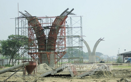 Pillars are constructed for the Dhaka elevated expressway near Hazrat Shahjalal International Airport. Photo: abdul mannan