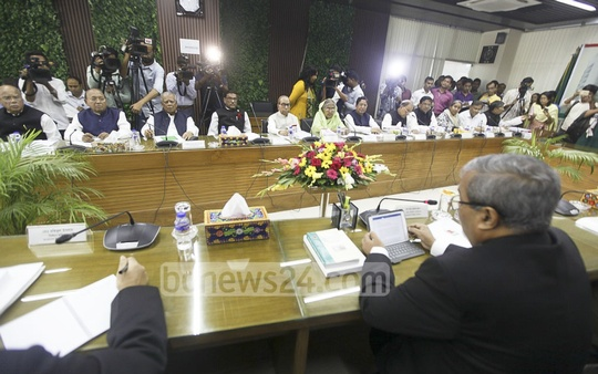 An Awami League delegation led by the party's General Secretary Obaidul Quader sits for discussions with the Election Commission on Wednesday. Photo: asif mahmud ove