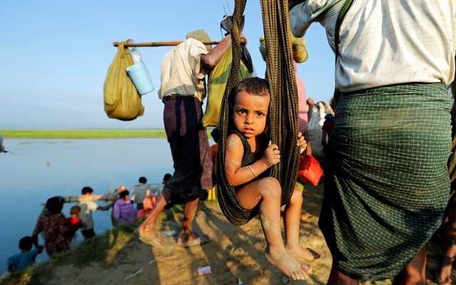 Rohingya refugees arrive to the Bangladeshi side of the Naf river after crossing the border from Myanmar, near Palang Khali, Bangladesh Oct 16, 2017. Reuters
