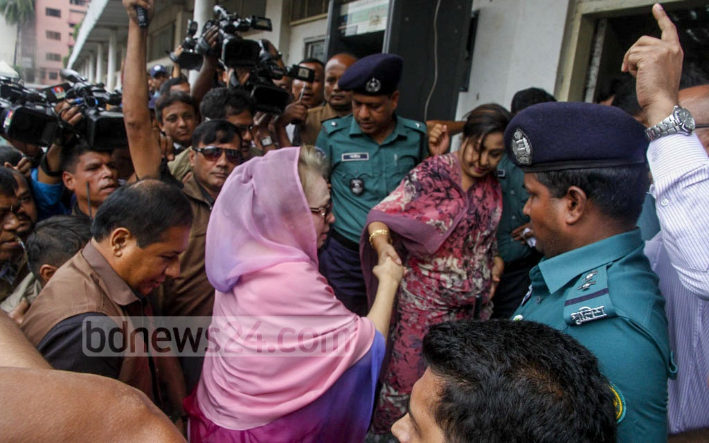 BNP Chairperson Khaleda Zia appears in court in Old Dhaka to surrender and seek bail in Zia Orphanage Trust and Zia Charitable Trust graft cases on Thursday. Photo: tanvir ahammed