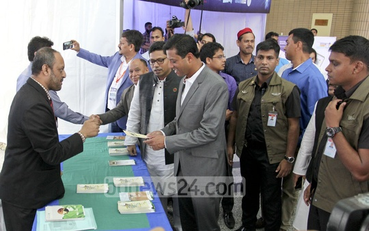 Prime Minister's ICT Affairs Adviser Sajeeb Wazed Joy visits the stalls of ICT Expo at Bangabandhu International Conference Center on Thursday. Photo: asif mahmud ove