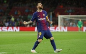 Champions League - FC Barcelona vs Olympiakos - Camp Nou, Barcelona, Spain - Oct 18, 2017 Barcelona's Lionel Messi reacts after missing a chance. Reuters