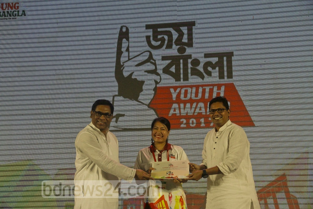 State ministers Nasriul Hamid Bipu and Zunaid Ahmed Palak hand the Joy Bangla Youth Award 2017 to the recipients at a ceremony organised by the Centre for Research and Information or CRI at Sheikh Hasina National Youth Centre in Savar on Friday. Photo: tanvir ahammed