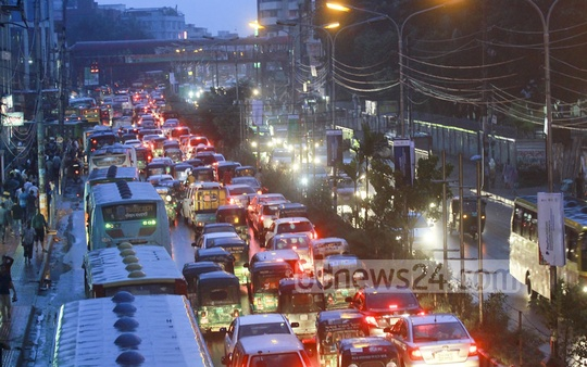 Water stagnation on Dhaka streets severely affected the traffic system in the capital on Friday when the city dwellers experienced incessant downpour throughout the day. The photo is taken from Karwan Bazar area in the evening. Photo: abdul mannan