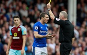 Premier League - Everton vs Burnley - Goodison Park, Liverpool, Britain - October 1, 2017 Everton's Leighton Baines is shown a yellow card by referee Jon Moss Action Images via Reuters/Jason Cairnduff