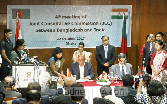 Indian External Affairs Minister Sushma Swaraj and her Bangladesh counterpart AH Mahmood Ali witness in Dhaka on Sunday the signing of three bilateral agreements, which include capacity building in SMEs, sale-purchase agreement between Bangladesh Petroleum Corporation and Numaligarh Refinery of India. Photo: tanvir ahammed