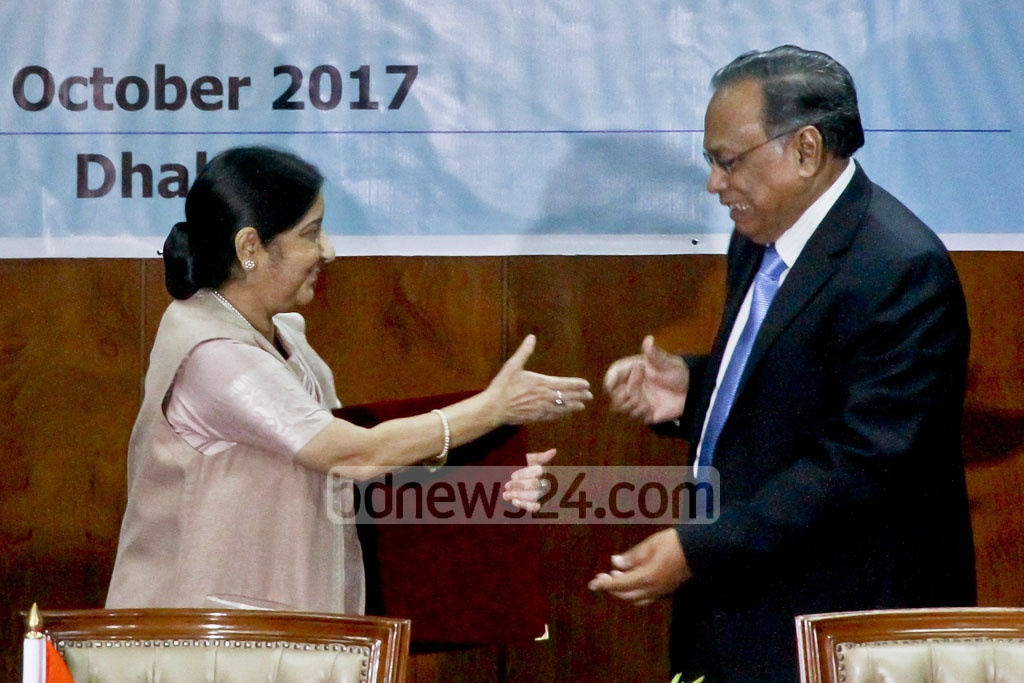 Indian External Affairs Minister Sushma Swaraj and her Bangladesh counterpart AH Mahmood Ali, co-chair the fourth meeting of the India-Bangladesh Joint Consultative Commission, in Dhaka on Sunday. Photo: tanvir ahammed