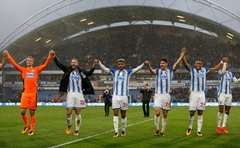 Premier League - Huddersfield Town vs Manchester United - John Smith's Stadium, Huddersfield, Britain - October 21, 2017 Huddersfield Town's Jonas Lossl, Laurent Depoitre, Steve Mounie, Christopher Schindler and Mathias Jorgensen celebrate in front of the fans at the end of the match Action Images via Reuters/Ed Sykes