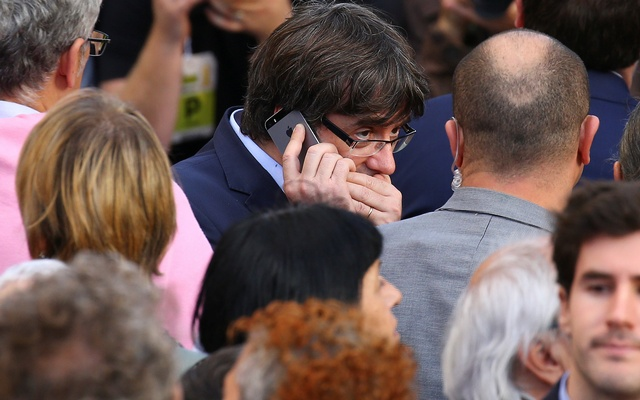 Catalan President Carles Puigdemont speaks on his mobile phone during a demonstration organised by Catalan pro-independence movements ANC (Catalan National Assembly) and Omnium Cutural, following the imprisonment of their two leaders Jordi Sanchez and Jordi Cuixart, in Barcelona, Spain, October 21, 2017. Reuters