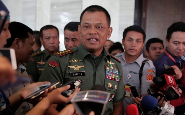 FILE PHOTO: Indonesian military Chief Gatot Nurmantyo gesture as talks to reporters in Jakarta, Indonesia, January 5, 2017. Reuters