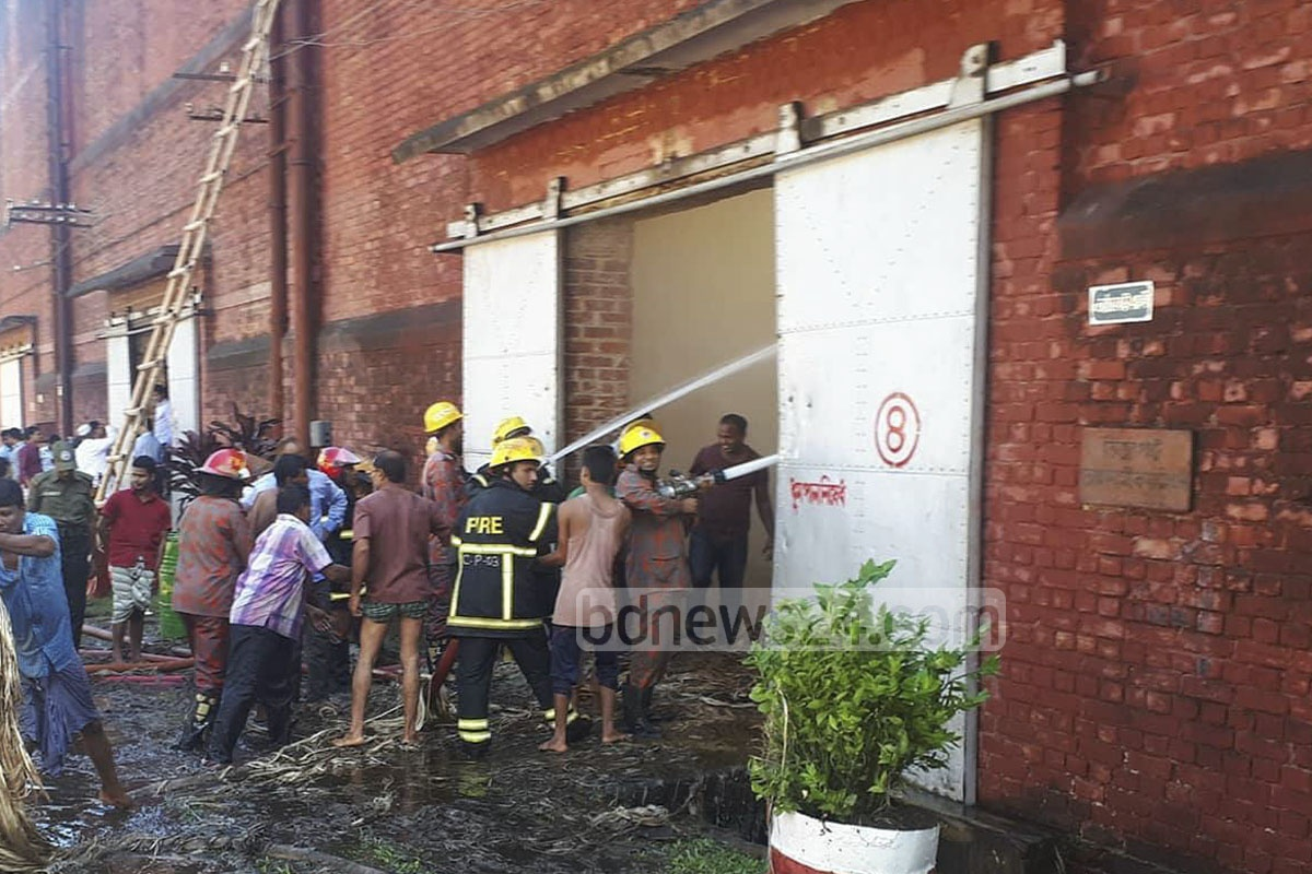 The firefighters and locals work to control a fire at the Amin Jute Mill in Chittagong. Photo: suman babu