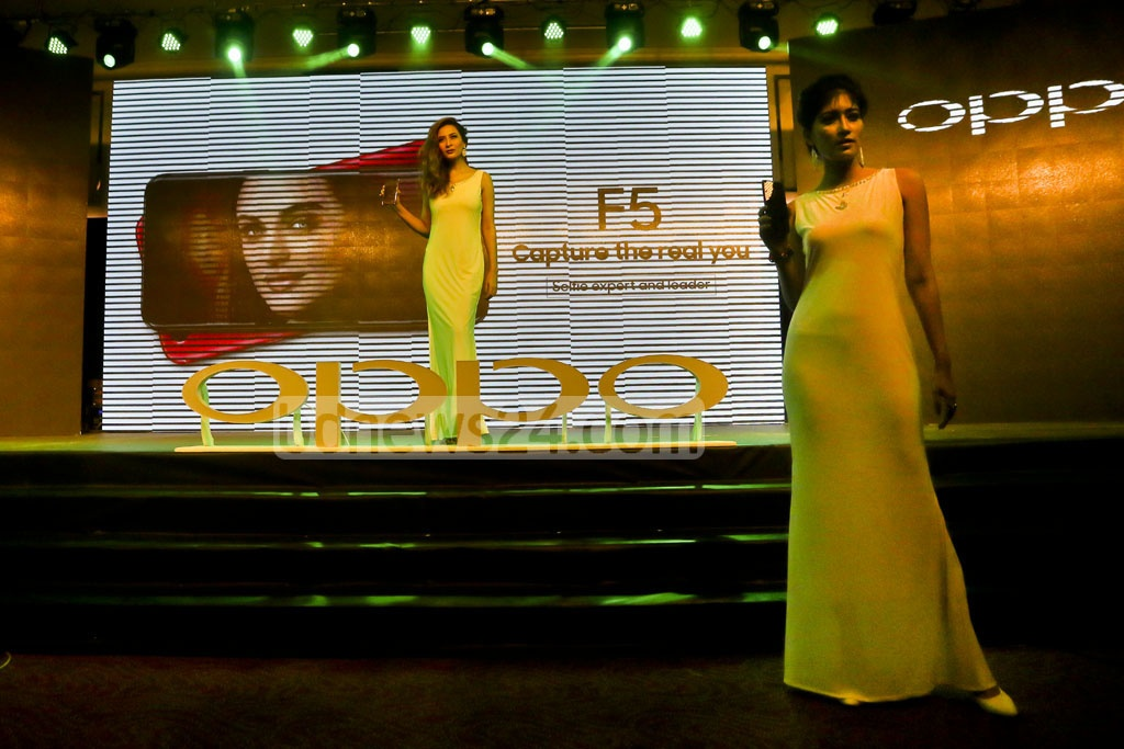 A fashion show takes place at the launching ceremony of mobile phone Oppo-F 5 at hotel Le Méridien Dhaka on Wednesday. Photo: tanvir ahammed