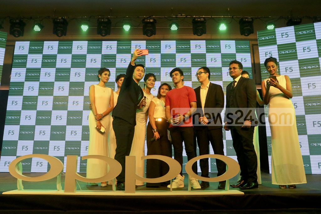 Guests take selfie after unveiling the Oppo-F 5 mobile phone at hotel Le Méridien Dhaka on Wednesday. Photo: tanvir ahammed