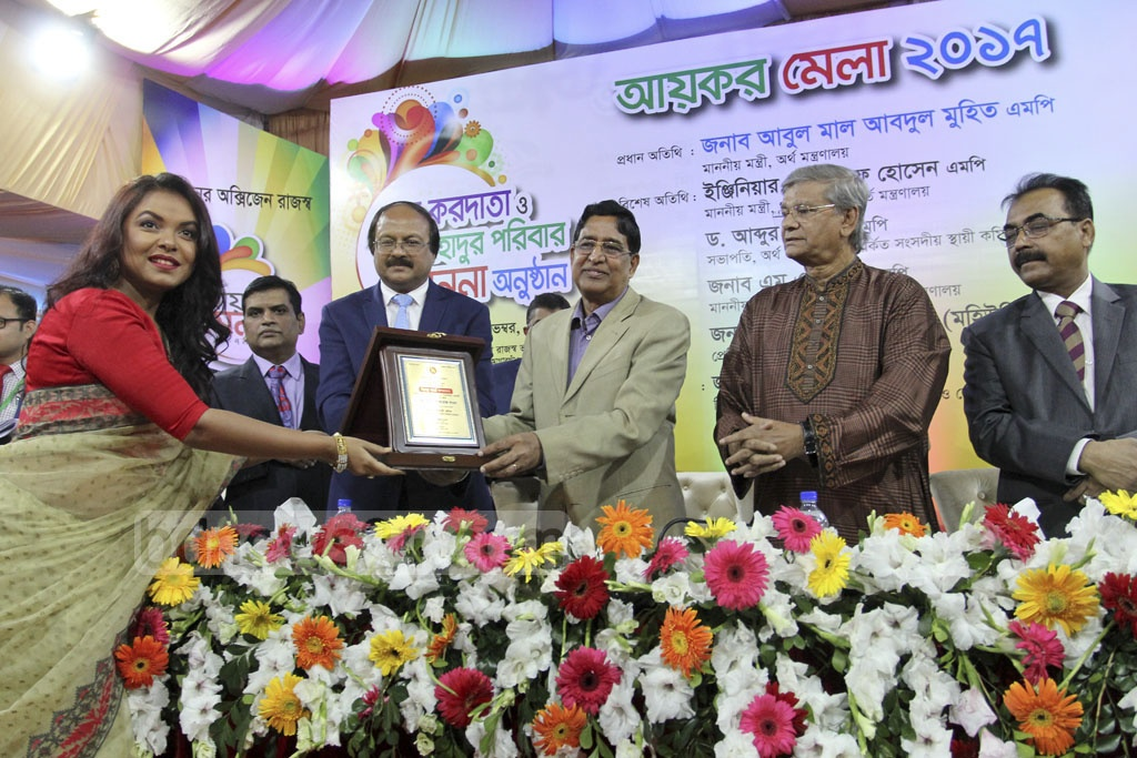 Actress Meher Afroz Shaon receives the award for being one of the best taxpayers of the year. Photo: asif mahmud ove