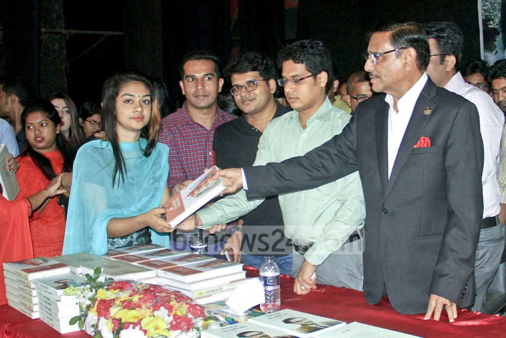 Awami League General Secretary Obaidul Quader hands out Bangabandhu's books 'Unfinished Memoir' and 'Prison Diary' among students at a programme of Bangladesh Chhatra League at Dhaka University's TSC on Thursday.