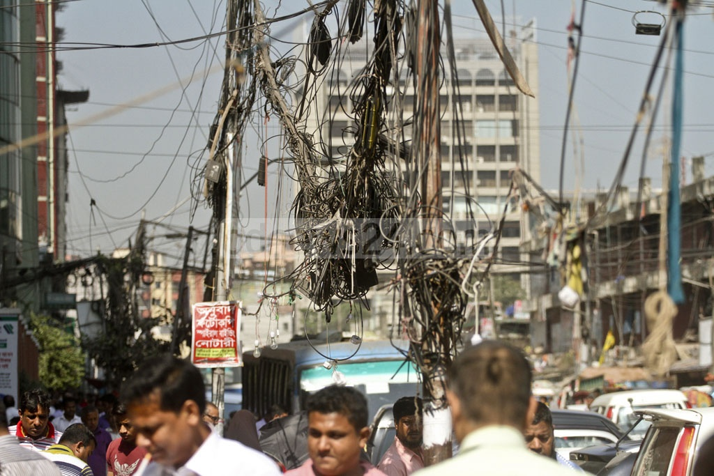 Illegal power lines mixed up with internet, TV and telephone cables hang dangerously overhead in Dhaka streets. The photo was taken at Karwan Bazar on Thursday. Photo: dipu malakar