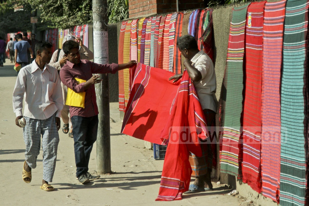 The traditional cotton towels put up for sale on the footpath in Dhaka comes from the northern district of Sirajganj. Photo: dipu malakar