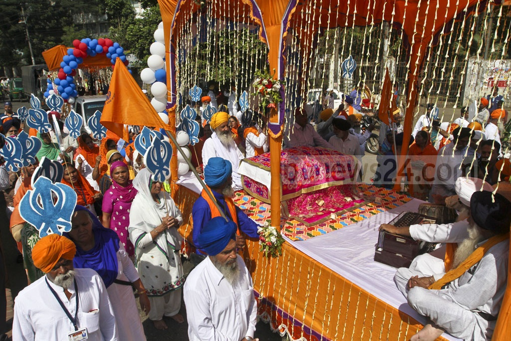 Sikh devotees celebrate the 548th birth anniversary of Guru Nanak Dev at Dhaka University's Gurudwara Nanak Shahi on Saturday. Photo: dipu Malakar