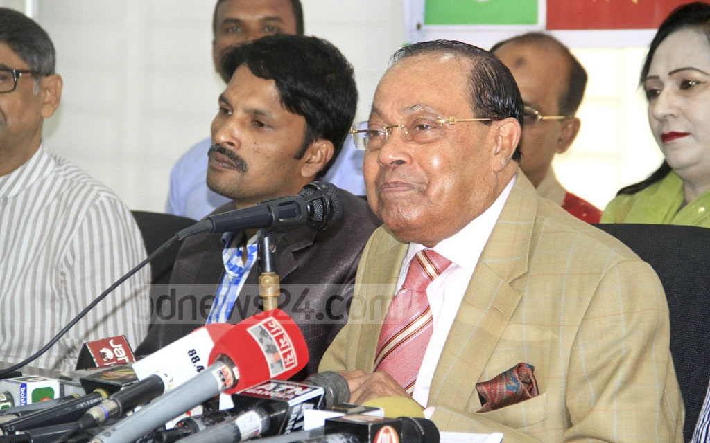 BNP leader Moudud Ahmed speaks at a discussion titled 'No Alternative to Fair Polls to Overcome Political Crisis' organised by Jatiyatabadi Sangskritik Dal at the National Press Club on Saturday.