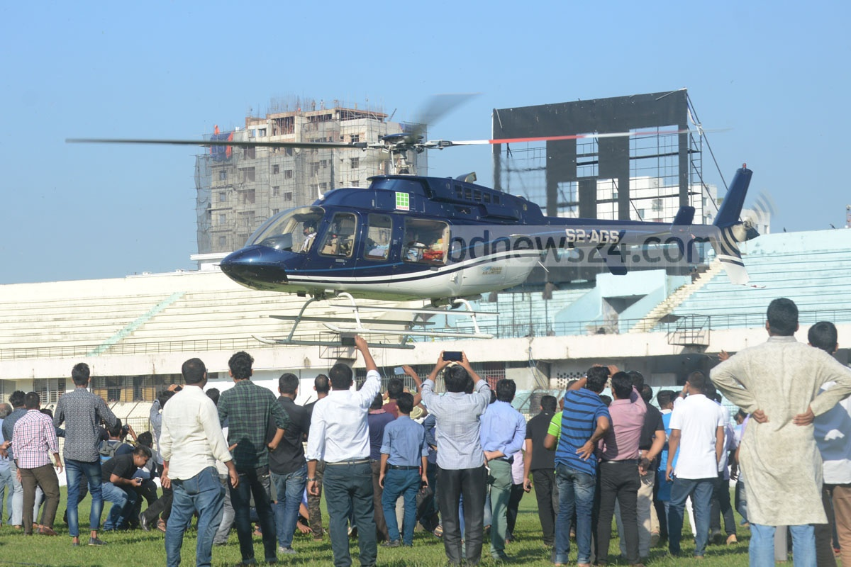 A helicopter carrying ailing Chittagong Awami League leader ABM Mohiuddin Chowdhury leaves the port city for Dhaka for his treatment. Photo: suman babu