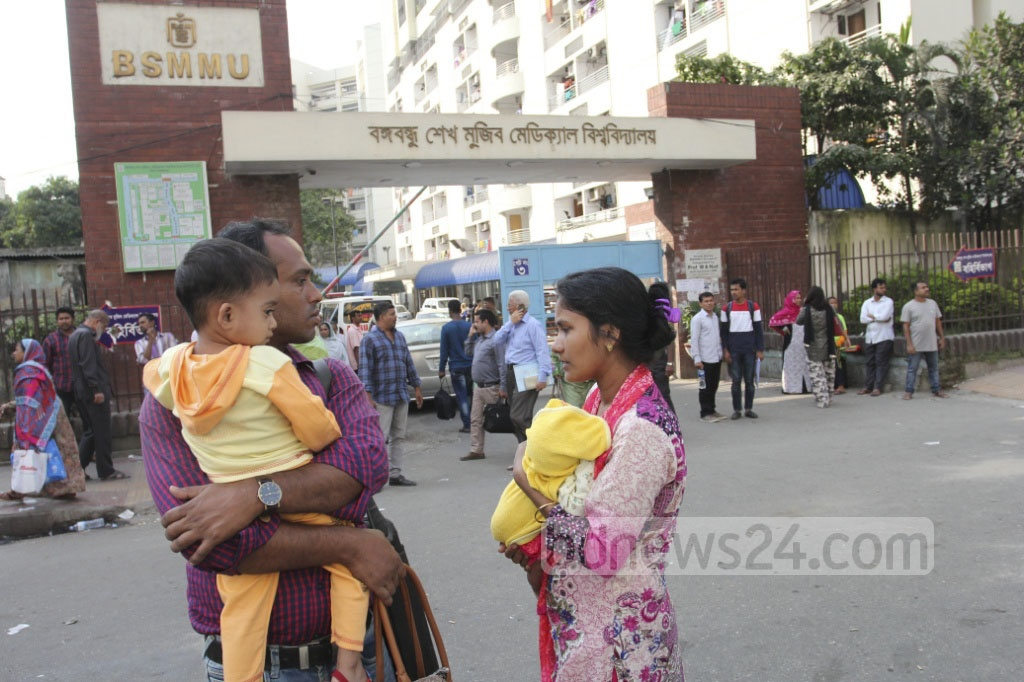 A couple wait with their sick baby in front of Bangabandhu Sheikh Mujib Medical University at Shahbagh in Dhaka on Sunday as buses go off the roads ahead of BNP rally in Suhrawardy Udyan. Photo: asif mahmud ove