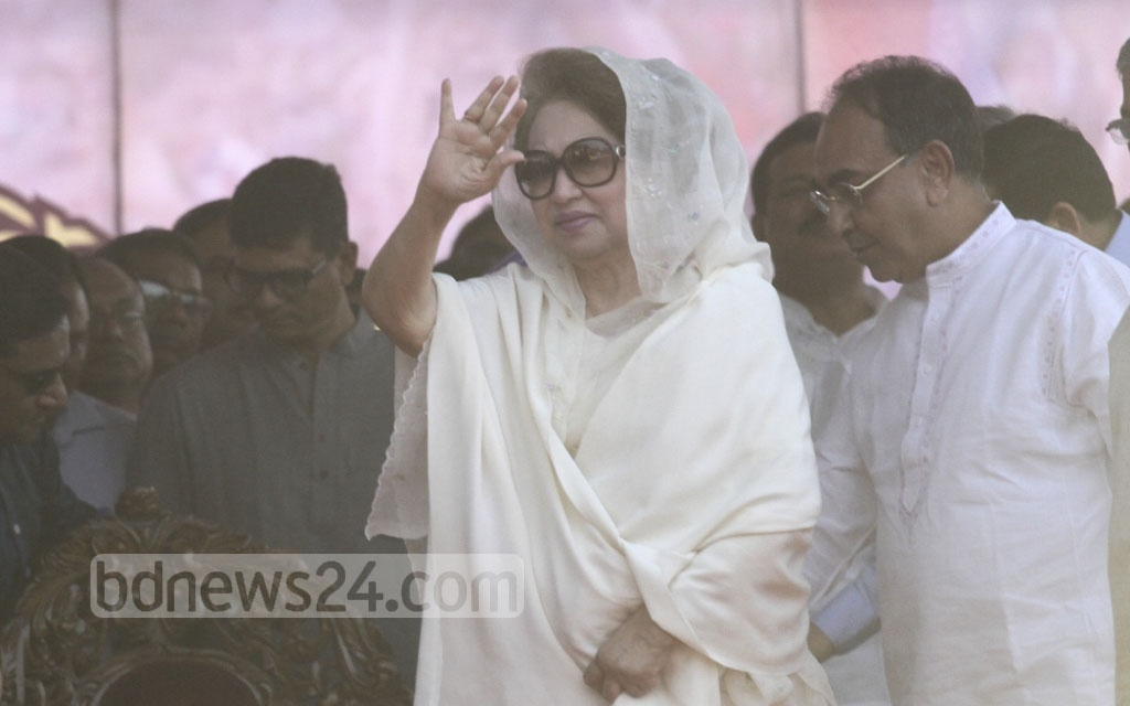 BNP Chairperson Khaleda Zia arrives in Suhrawardy Udyan on Sunday to address the party rally. Photo: dipu malakar