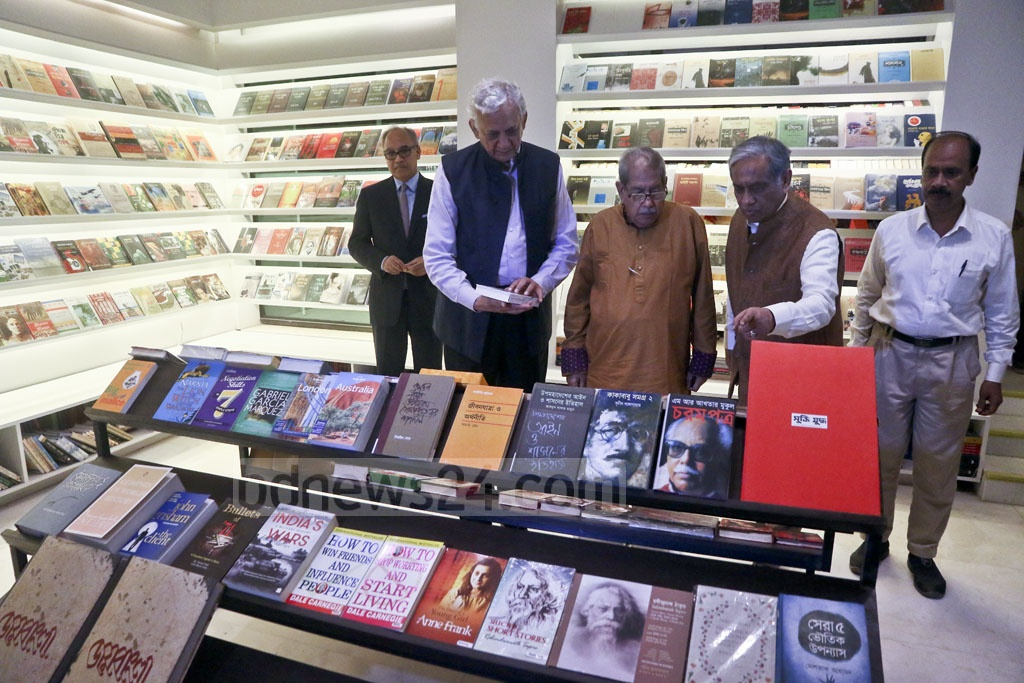 Guests taking a tour of 'Bengal Boi' after the launch of the Bengal Foundation's bookstore at Dhaka's Dhanmondi on Tuesday. Photo: tanvir ahammed
