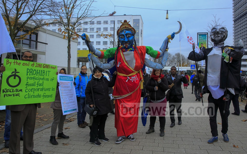 Environmental organisations demonstrate against the use of coal to generate power in front of the UN offices at Bonn, Germany before the UN Climate Change Conference on Wednesday. Photo: mostafigur rahman