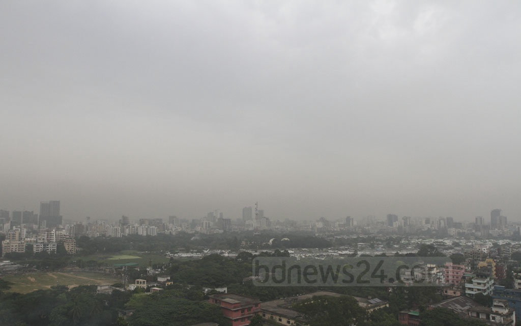 Dhaka turns gloomy on Wednesday with the sky going cloudy as a result of a low in the Bay of Bengal. Photo: dipu malakar