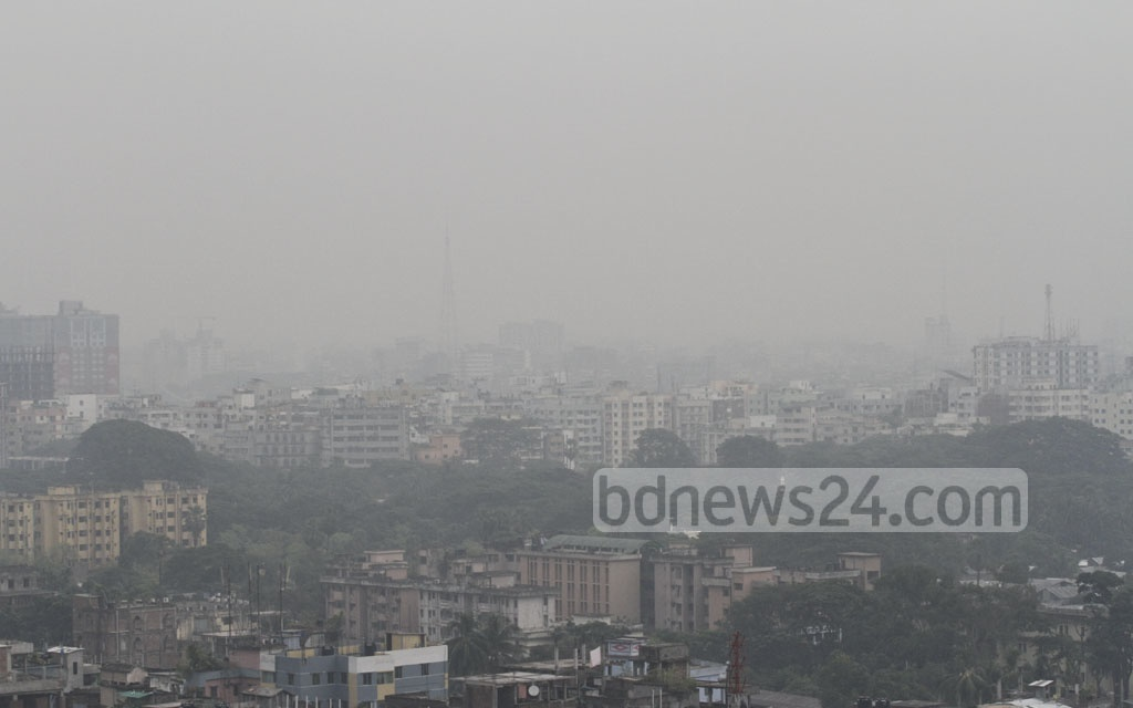 Dhaka turns gloomy as a low in the Bay of Bengal triggers drizzles on Wednesday. Photo: dipu malakar