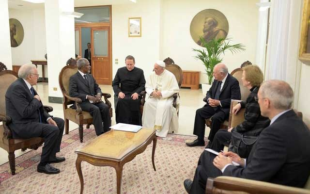 FILE PHOTO: Pope Francis talks with Kofi Annan during a private audience at the Vatican November 6, 2017. Osservatore Romano/Handout via Reuters