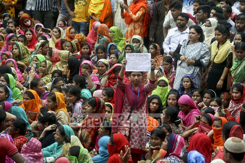 Workers of the Trust Trouser Lt factory in Dhaka's Mirpur agitated on Friday demanding backpay. Photo: tanvir ahammed