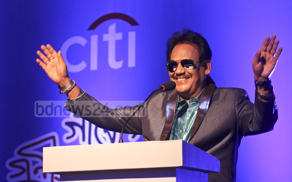 Singer Ferdous Wahid speaking at a reception titled 'Gane Gane Gunijan Sangbardhana' arranged by Citi Bank NA at hotel Radisson in Dhaka on Friday. Photo: dipu malakar