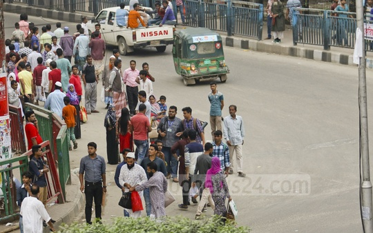People wait for transport at Farmgate in Dhaka as the city dwellers experienced another day of traffic chaos in the capital due to the rally at Suhrawardy Udyan. The photo is taken at 4:30pm on Saturday. Photo: tanvir ahammed